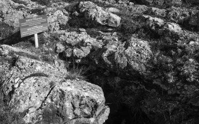 Jama iznad Zastinja na brdu Bašajkovac, Livno